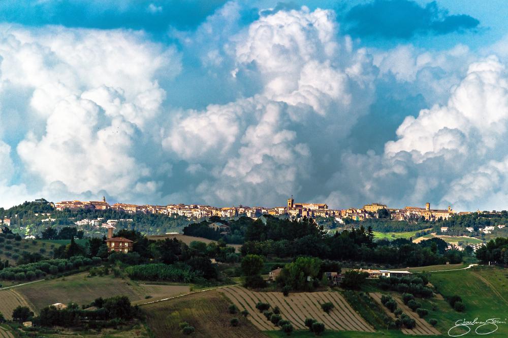 Nuvoloni di fine estate< (ID: 1-5875)