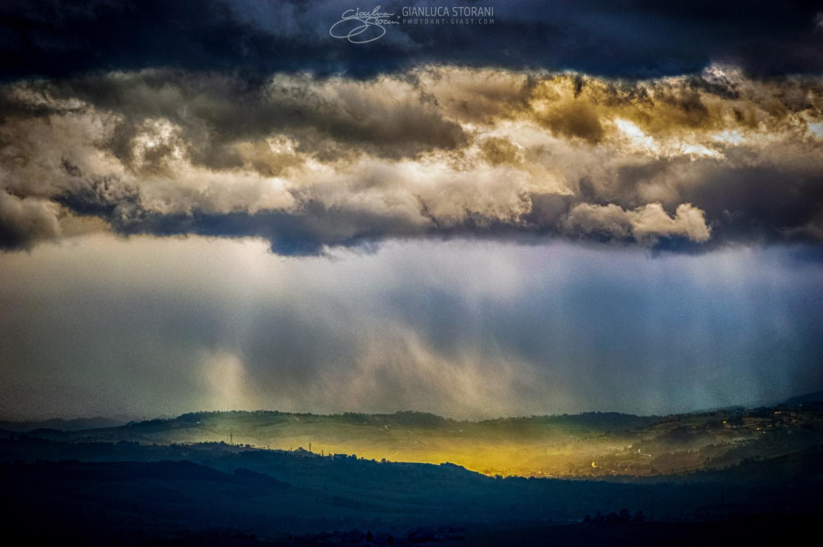 Raggi dorati nel buio - Gianluca Storani Photo Art (ID: 2-1385)