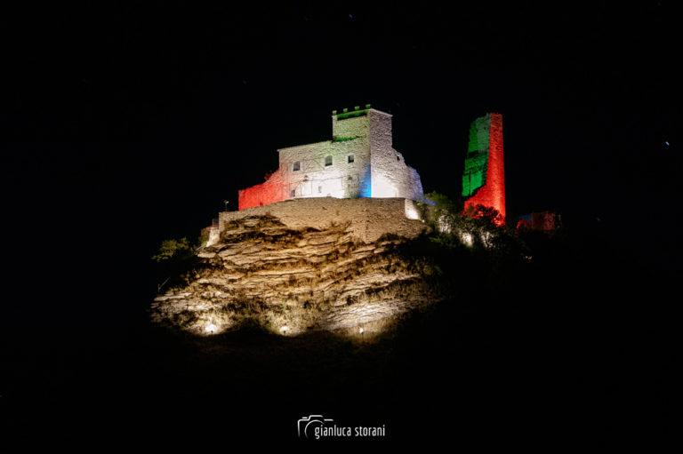 Rocca Varano illuminata dal tricolore