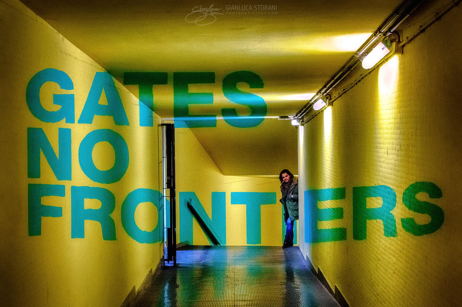 Gates No Frontiers - Gianluca Storani Photo Art (ID: 4-7207)