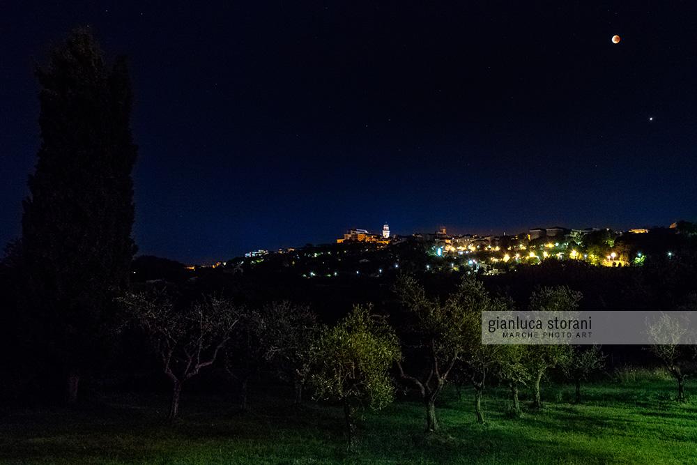 Eclissi lunare su Macerata - Gianluca Storani Photo Art (Cod. 5-3791)
