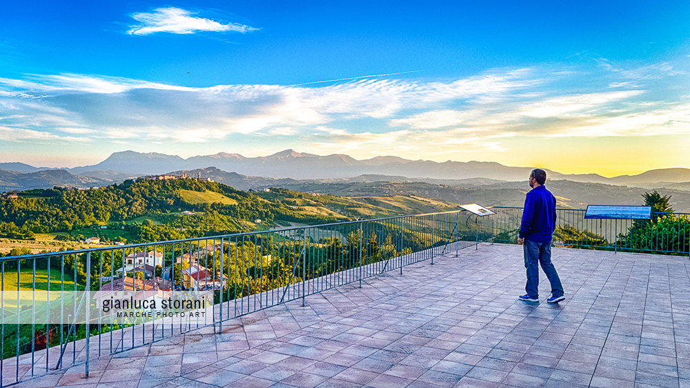 I Monti Sibillini visti dal balcone di Monte Vidon Corrado