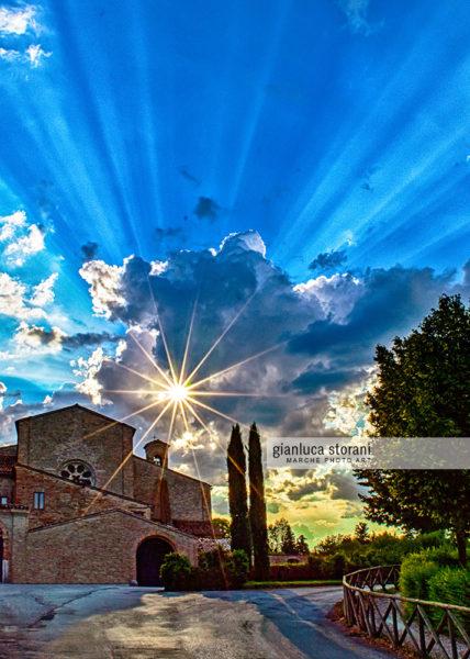 Raggi di sole sull'Abbadia di Fiastra