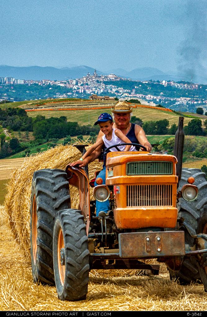 Il nonno, il nipote e le Marche  - Gianluca Storani Photo Art (ID: 6-3842)