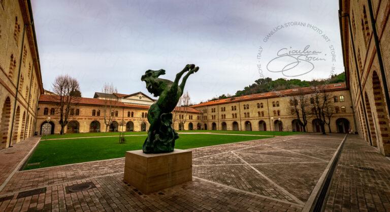 Il cortile dell'Università Politecnica delle Marche