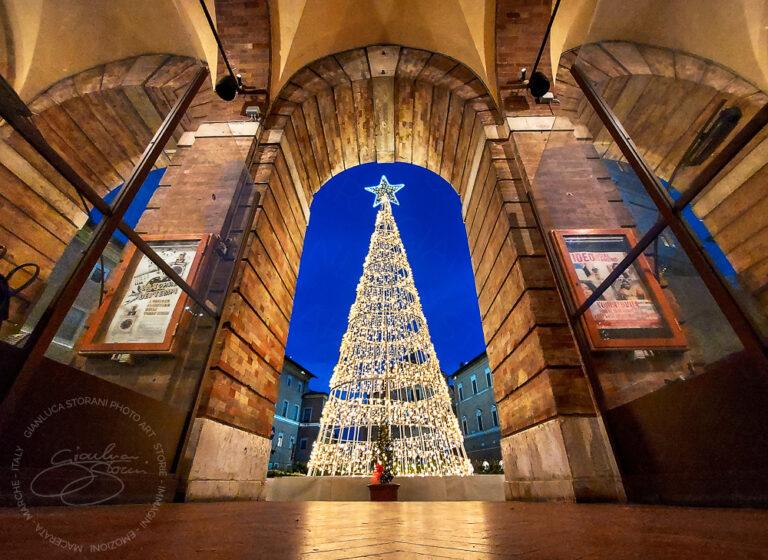 Il nuovo albero di Natale tech di Macerata