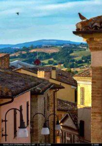 Il paesaggio dai tetti di Camporotondo di Fiastrone
