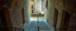 Un vicolo con vista a Mogliano, Macerata